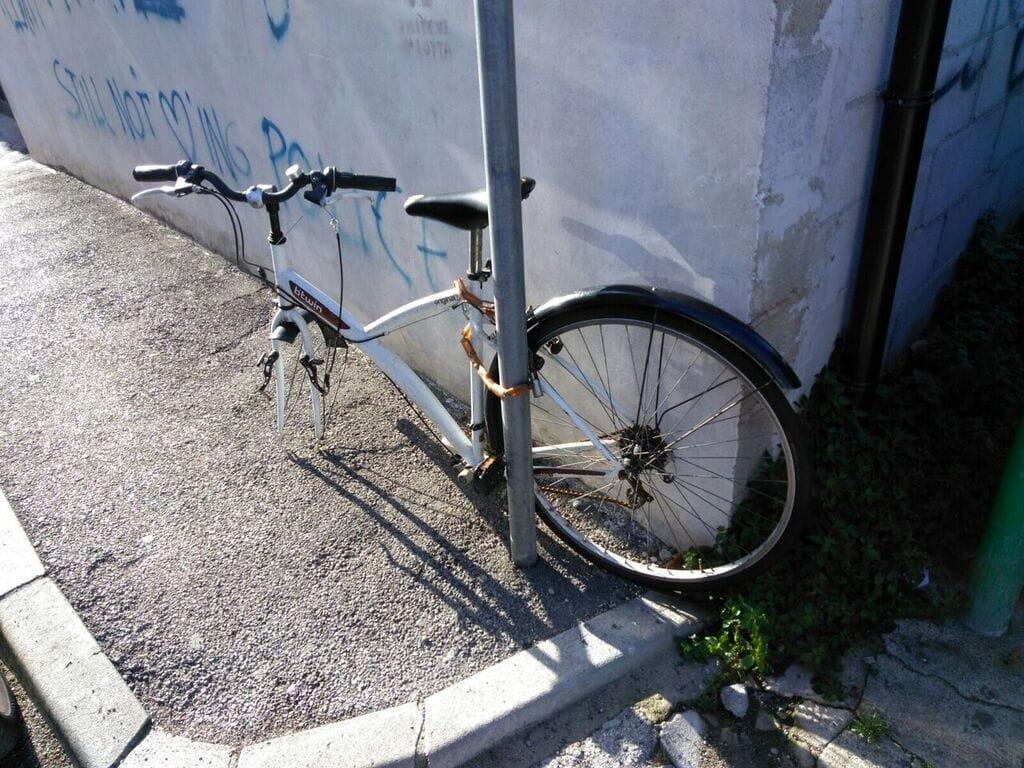 Rimozione bici in stato di abbandono